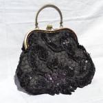 černá krajková kabelka